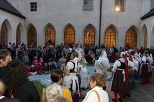 Národopisné vystoupení Jarošovské krojové družiny na téma Prodaná nevěsta. Foto: Josef Böhm.
