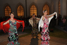 Taneční vystoupení v rajském dvoře minoritského kláštera. Foto: Josef Böhm.